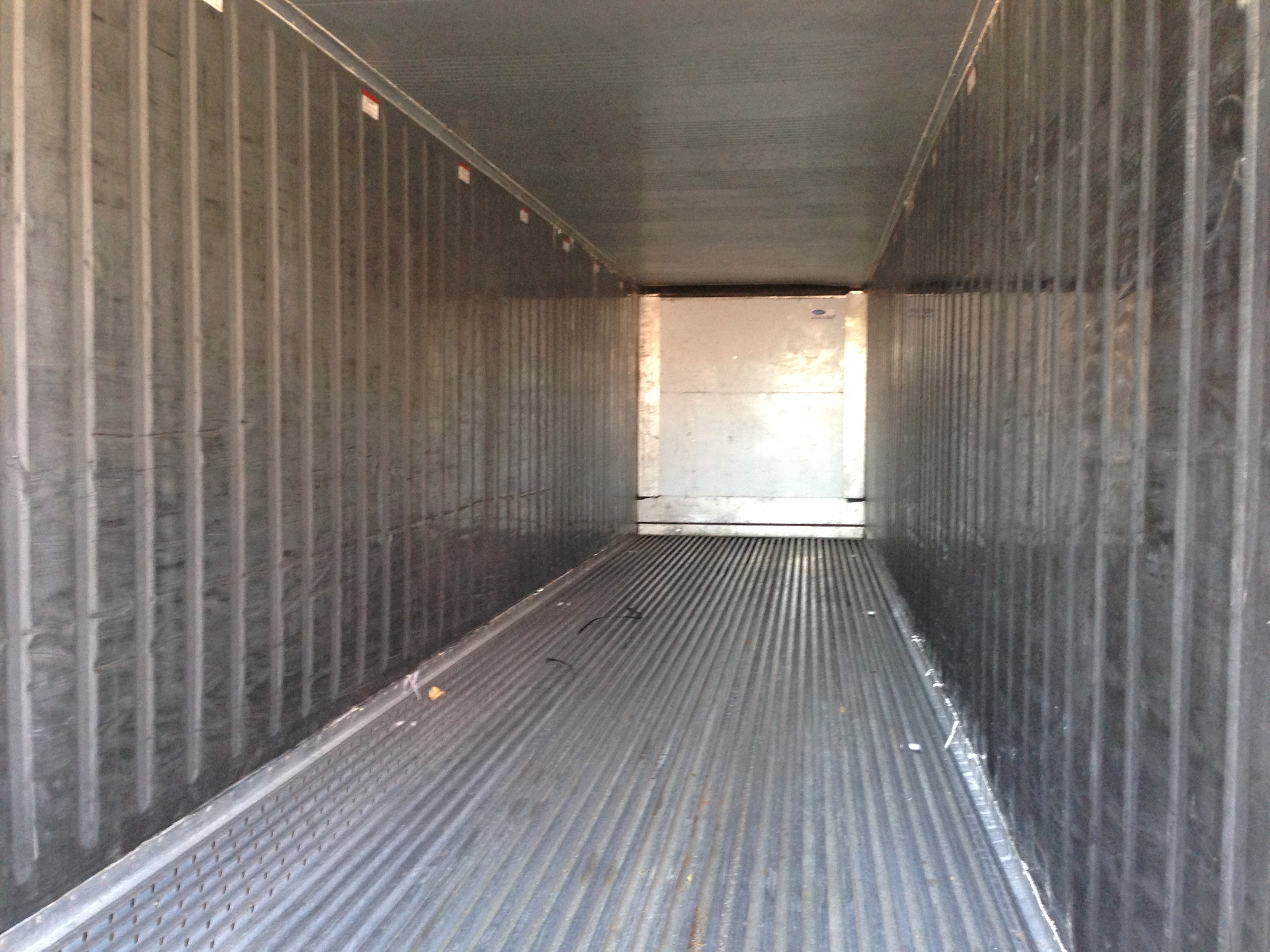 Used 40′ Refrigerated Cargo Container Interior